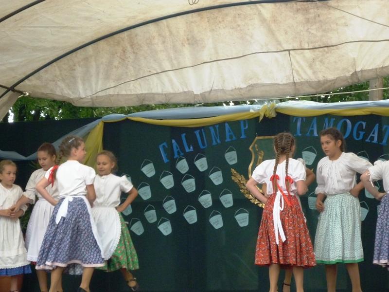 Az alábbi galériát nézi: Falunap 2011.